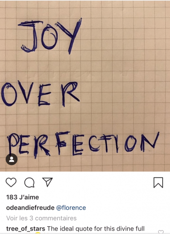 Inscription au stylo Joy over perfection la joie plutôt que la perfection